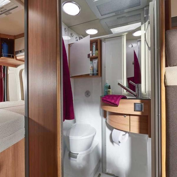 Das Badezimmer im Pössl Summit 600 Plus