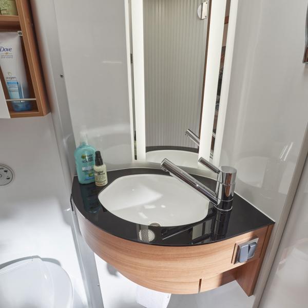 Waschbecken des Wohnmobils Pössl Summit 600 Plus