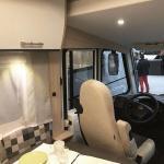Wohnmobil Sunlight i68 mieten: Innenraum mit Fahrerbereich