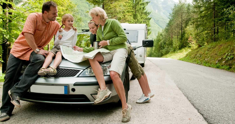Wohnwagen und Urlaub einer Familie