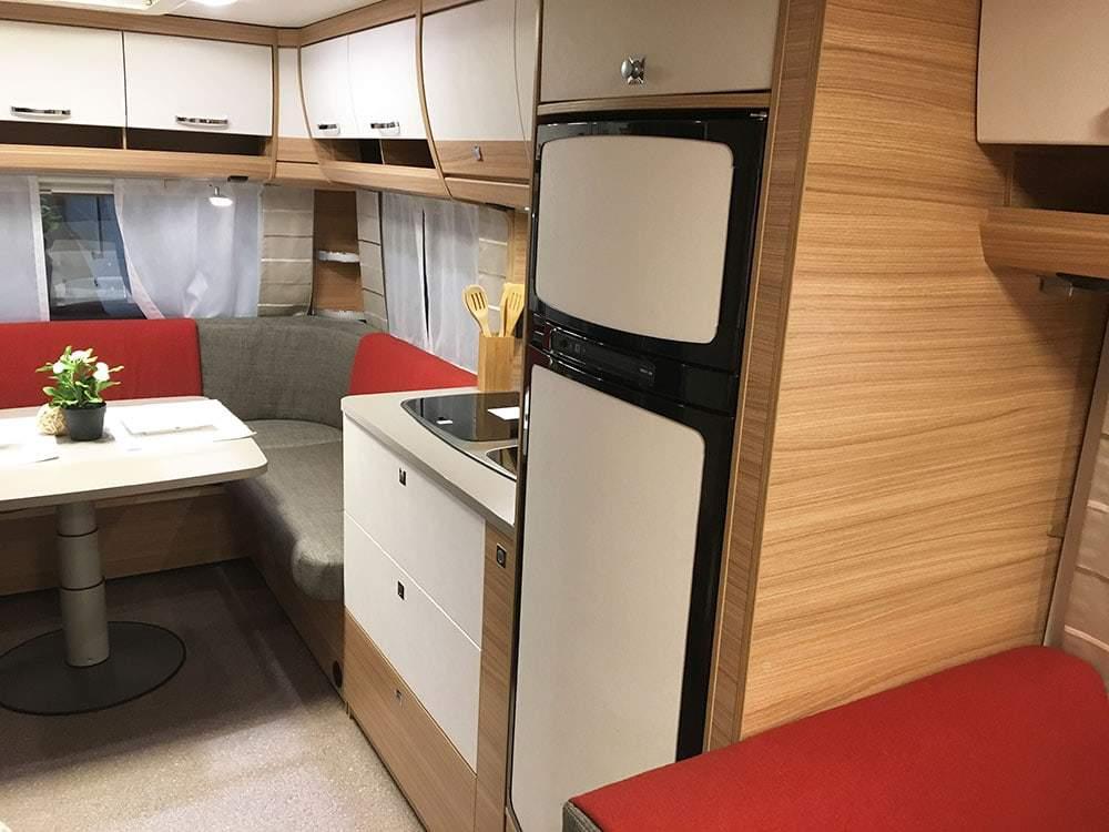 wohnmobil kche excellent wohnwagen camper fkr mieten kche und essbereich with wohnmobil kche. Black Bedroom Furniture Sets. Home Design Ideas