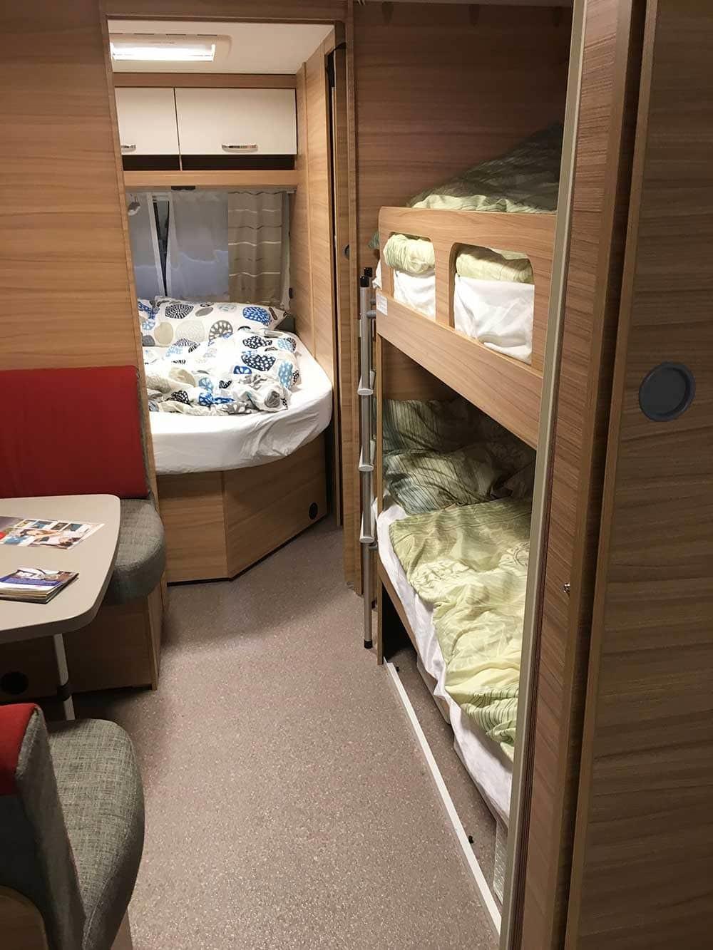 caravan dethleffs camper 730 fkr schlafbereich wohnwagen. Black Bedroom Furniture Sets. Home Design Ideas