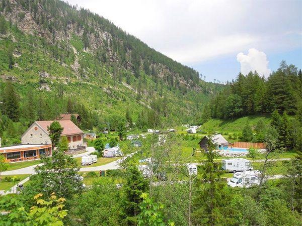 Wohnmobil oder Wohnwagen mieten und in Tirol Urlaub machen.