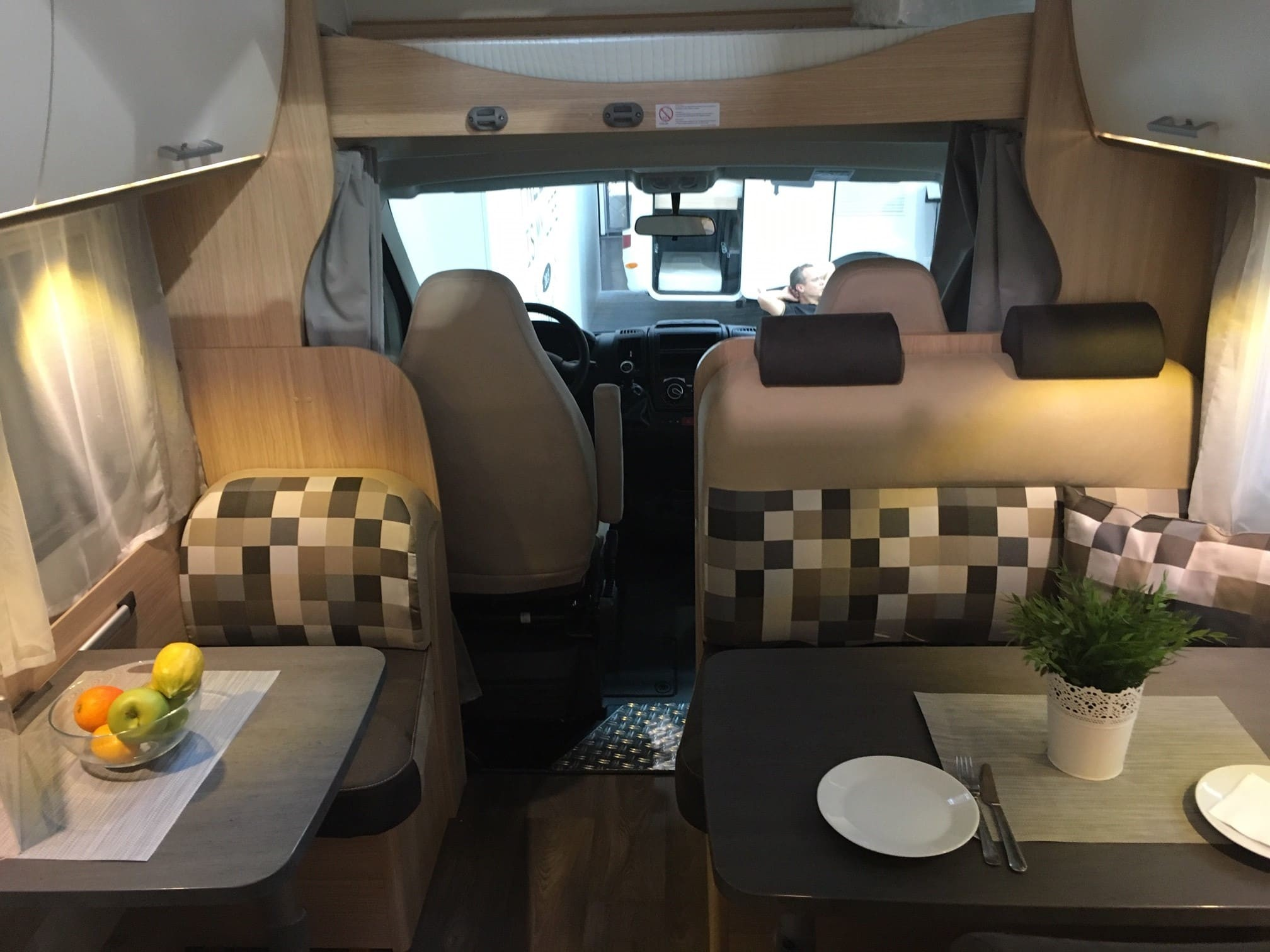 wohnmobil sunlight a 72 wohnwagen mieten deutschland. Black Bedroom Furniture Sets. Home Design Ideas