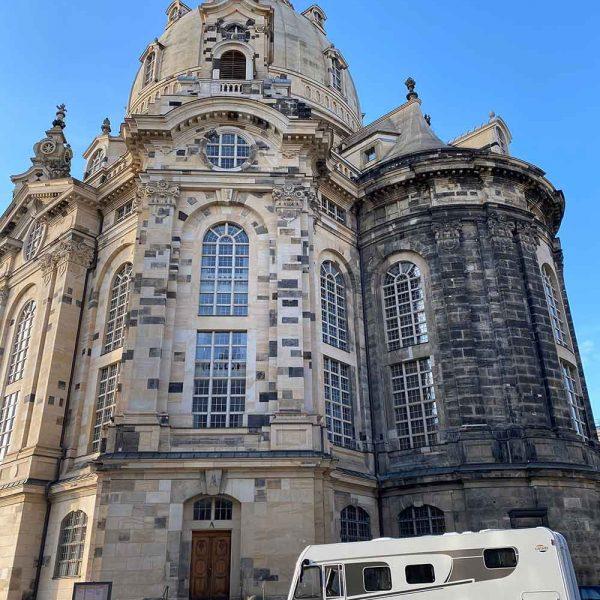 Carado I 447 vor der Frauenkirche in Dresden